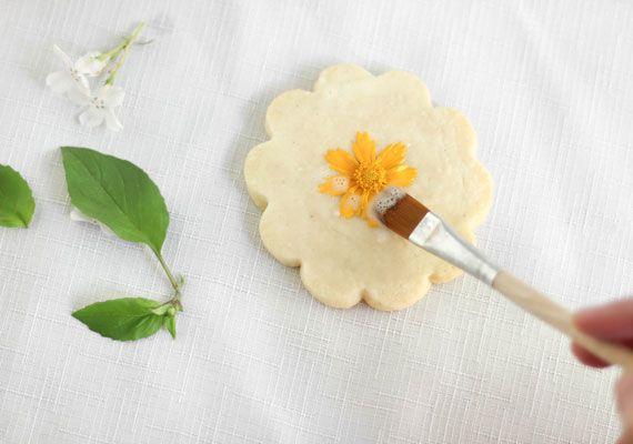 Make Flower And Herb Shortbread Edible Flowers Recipes Flower Cookies Edible Flowers