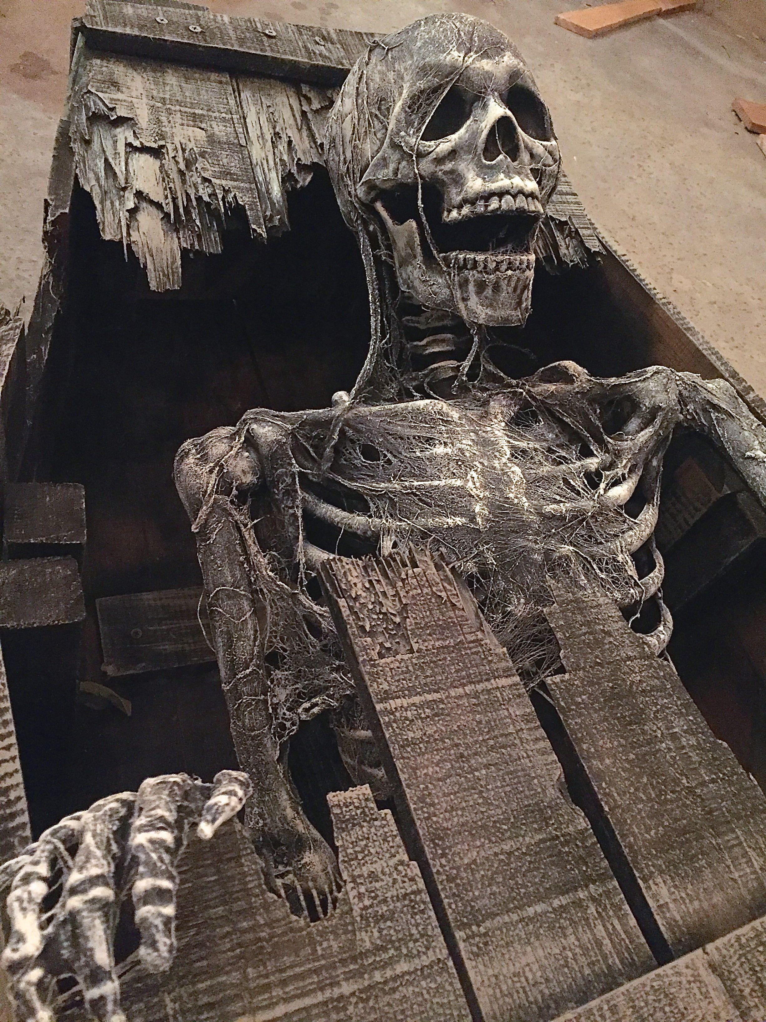 Skeleton Corpsing And Rotting Halloween Graveyard Coffin Halloween Home Haunt