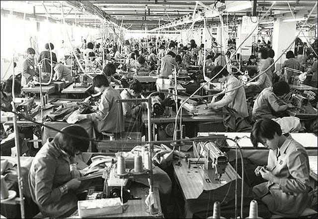 △ 한국전쟁 이후 한국 사회에서는 여성의 노동을 금기시하는 종교적 ...