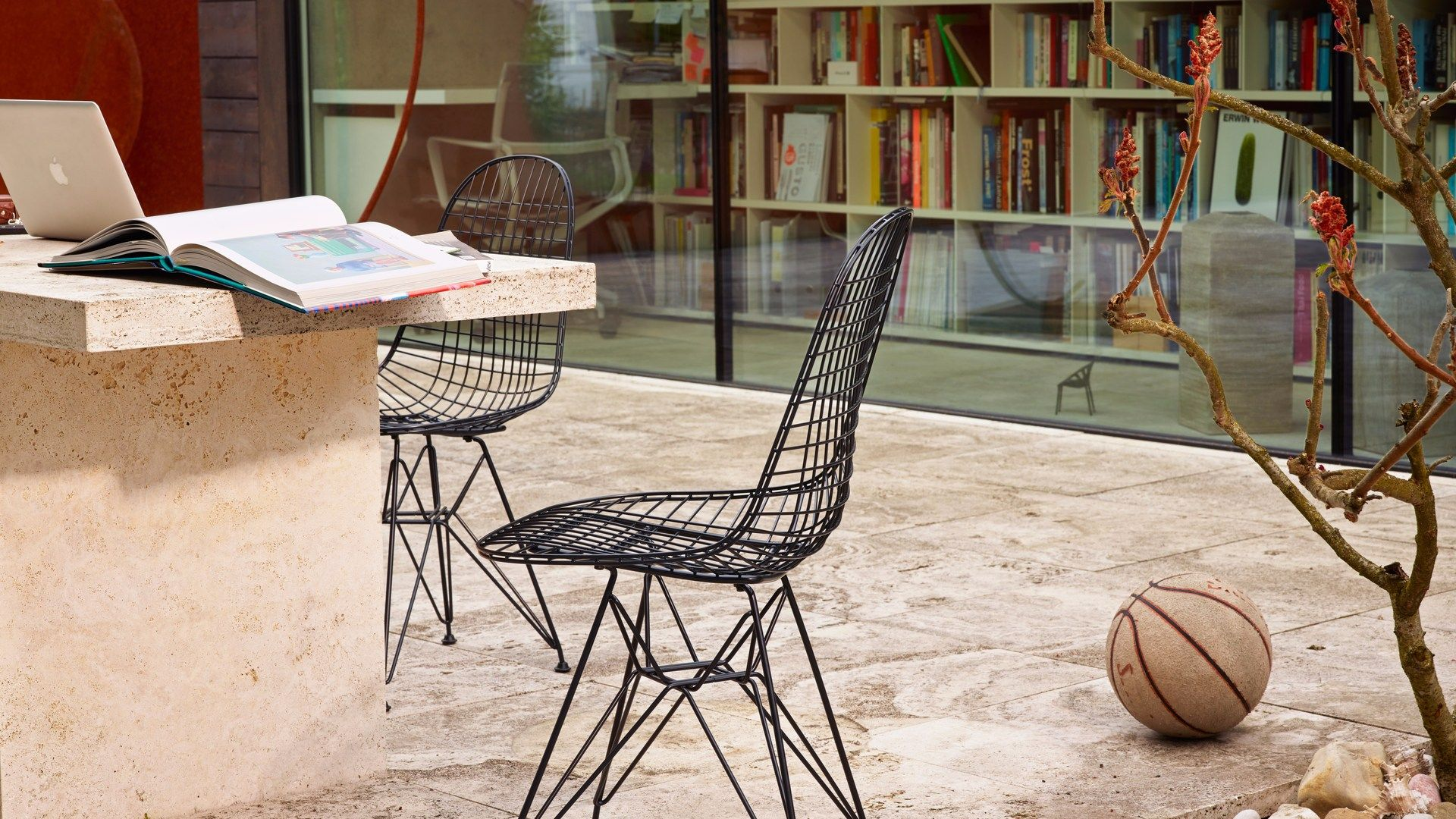 Sedia in metallo dkr collezione wire chair by vitra design charles