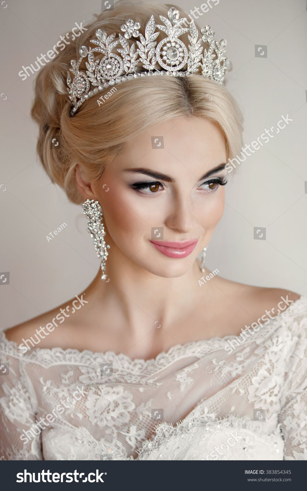 beautiful bride portrait wedding makeup and hairstyle with