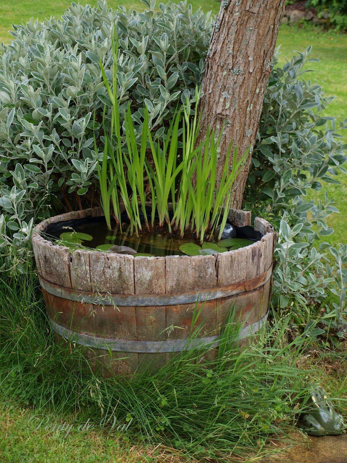 Penty de Val: Un mini bassin tonneau dans le jardin...   fleures ...