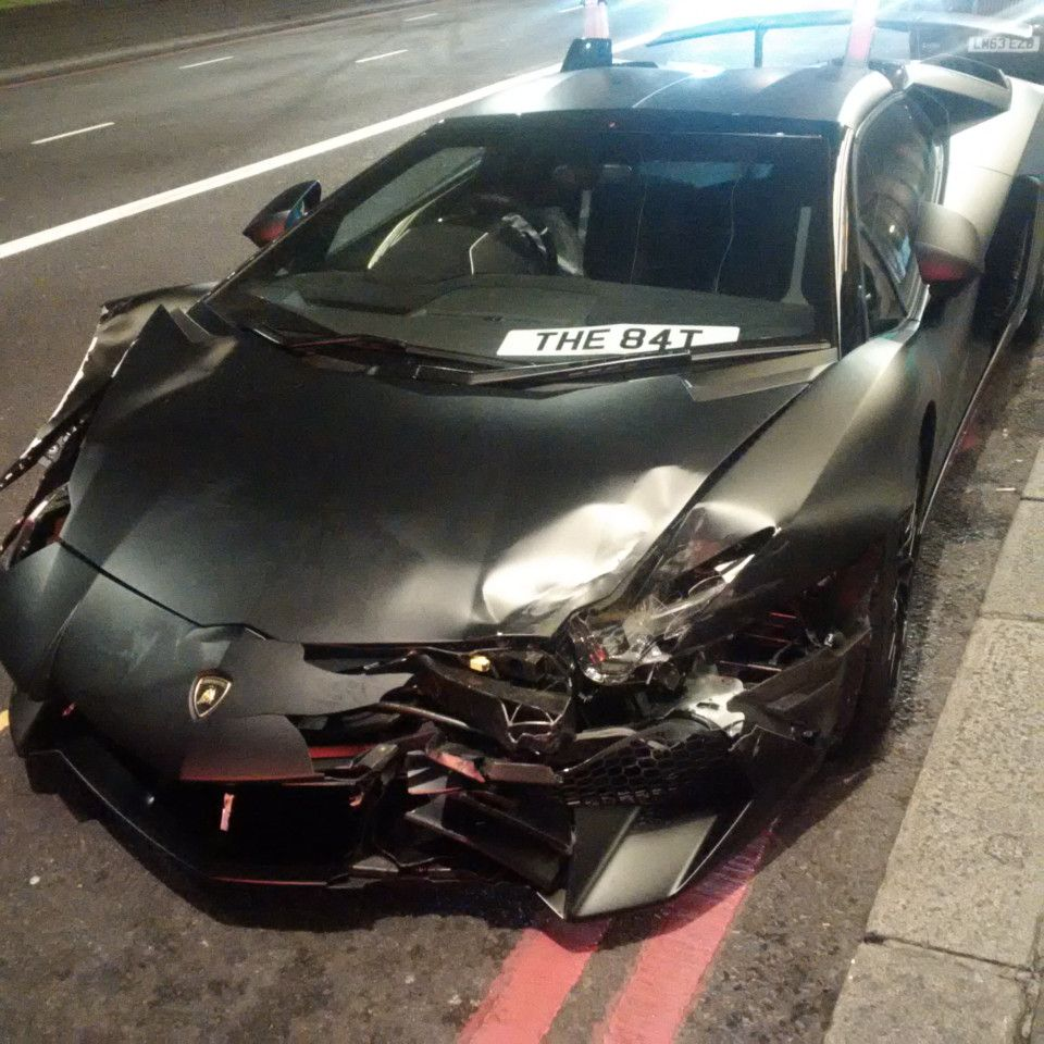 Terrifying Moment Motorists Smashes His 260 000 Lamborghini Aventador After Racing Another Supercar In London In 2020 Super Cars Lamborghini Lamborghini Aventador