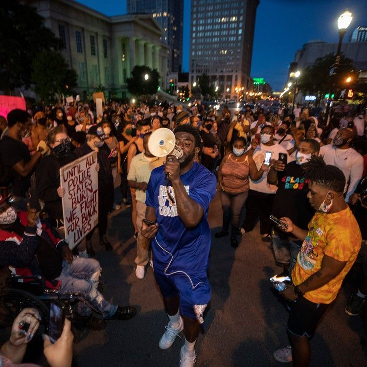 Breonna Taylor Protest In Louisville Draws Hundreds At Least 7 Shot Here S What We Know In 2020 Protest Breonna Taylor Louisville