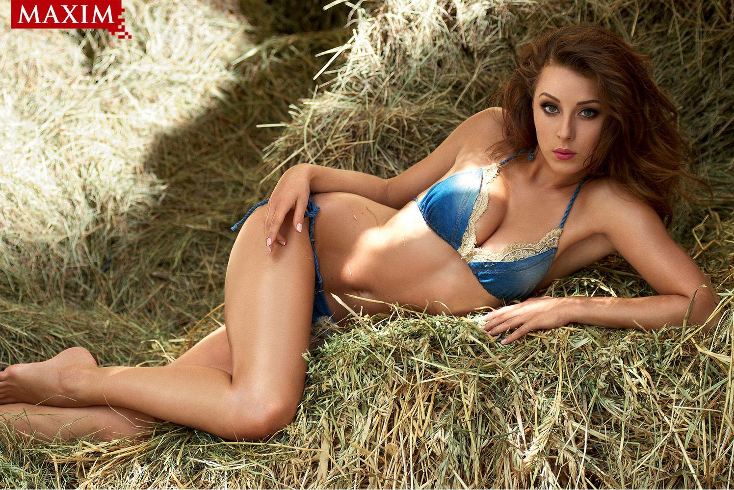 Cute amateur girlfriend naked in barn