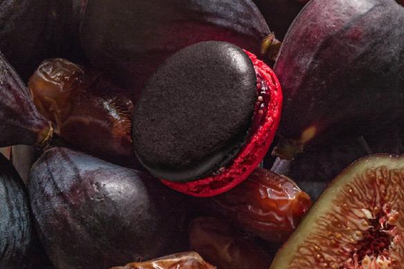 "Feige-Dattel-Macaron mit roter Sohle - LADURÉE: ""Macarons"""
