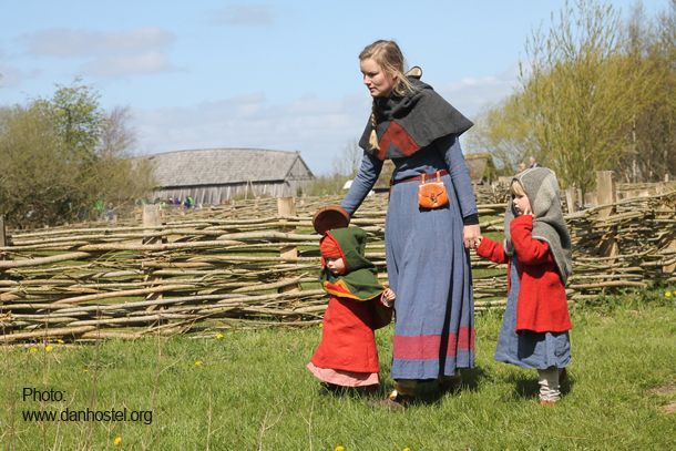 Viking woman with Viking children at Ribe Viking Market, Ribe VikingeCenter #viking #vikings #Ribe #wikinger #vikinger #Denmark