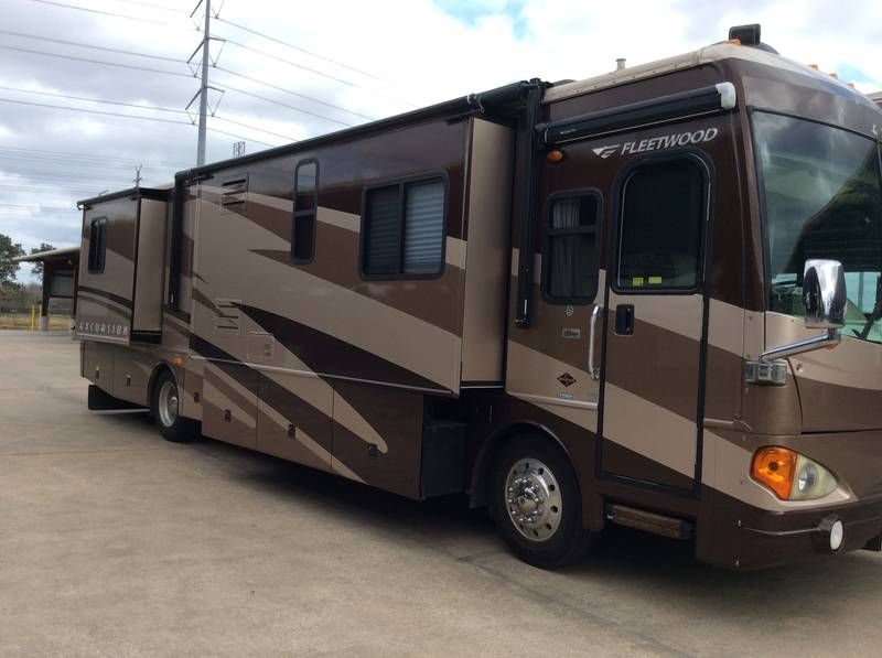 2005 Fleetwood Excursion 39L for sale by Owner Houston