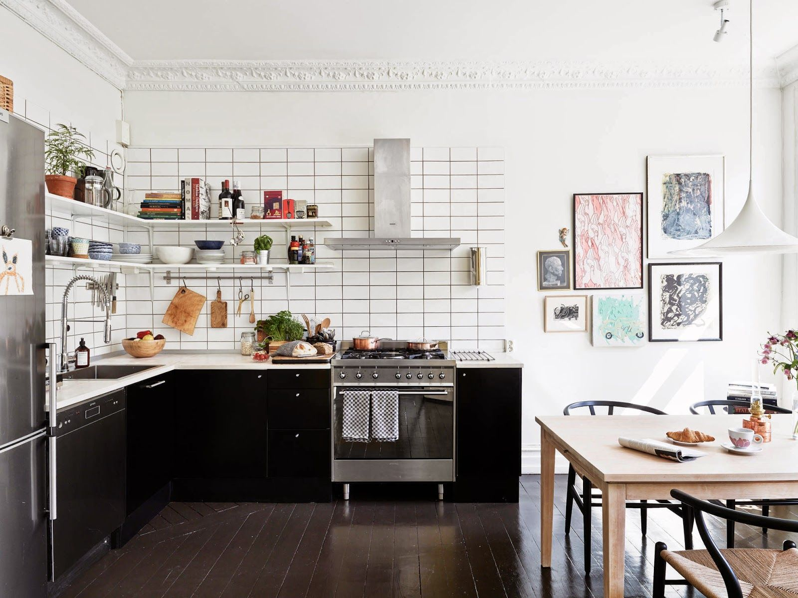 A fabulous black and white Swedish home. Stadshem. | Kitchen ...