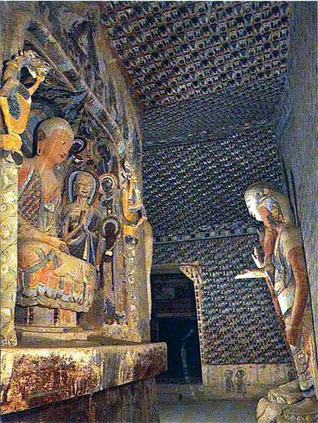 Grottes de Mogao Les Grottes de Mogao 莫高窟 (mògāo kū) sont plus communément connues sous l'appellation des Grottes des 1 000 Bouddhas ou grottes de Dunhuang.