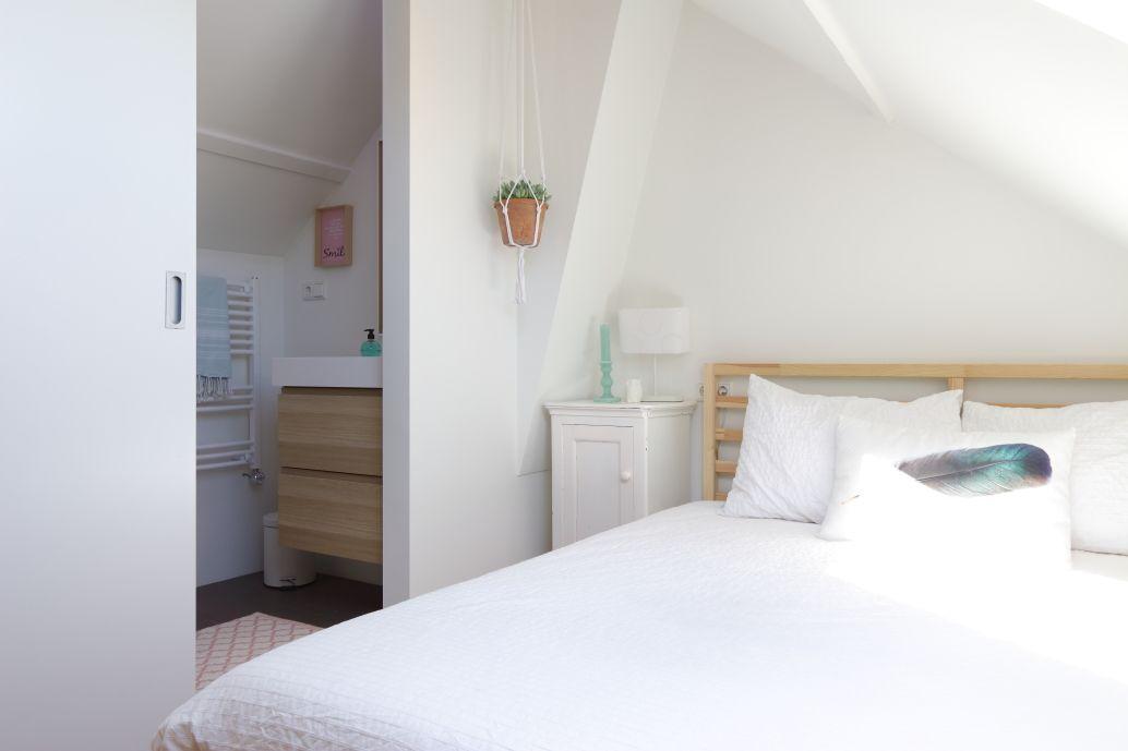 Badkamer en suite op zolder   Zoldersfeer, badkamer, zithoek   Pinterest
