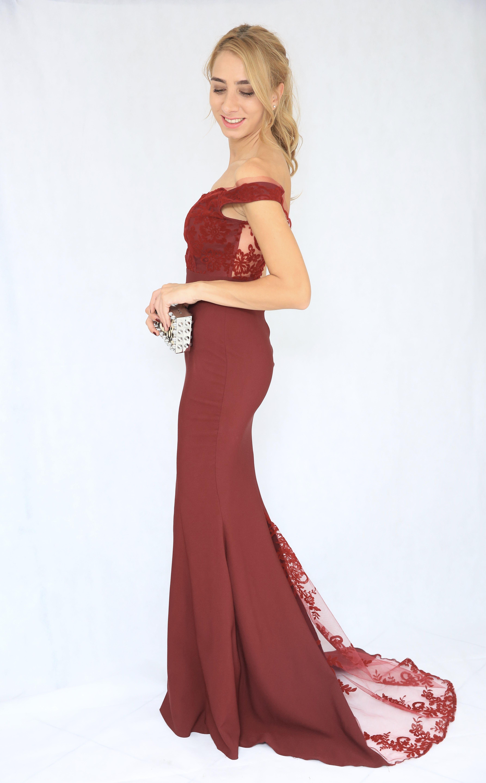 54b5a328d67 Sortez la femme glamour et chic en vous avec cette robe en encolure  broderie