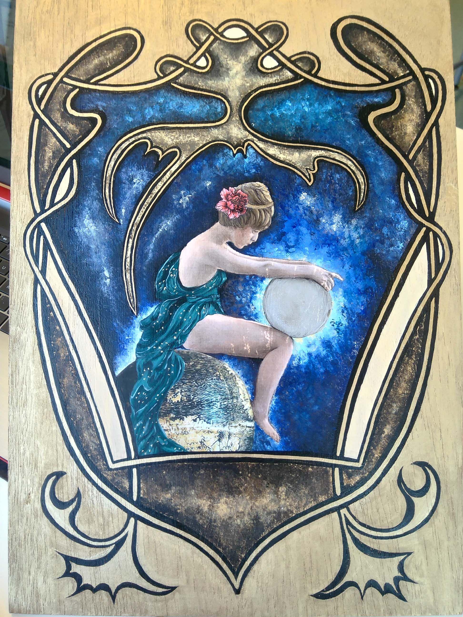 Escal, Escuela de Cerámica de L'Alcora,  Interpretación a partir de Mucha. Transferencia, collage, pan de plata, acrílico, tinta china y óleo sobre tabla. A3