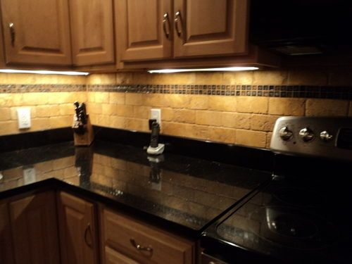 maple cabinets+black countertops+yellow tile   love the ... on Maple Cabinets Black Countertops  id=13732