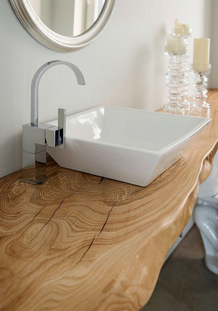 Piano lavabo realizzato in massello di castagno stagionato