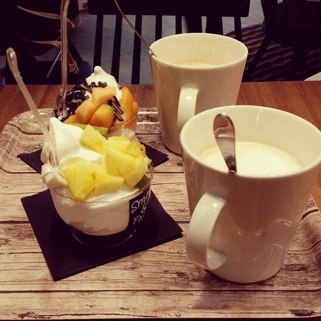 """@kkatriinav's photo: """"Vapaapäivä ja kahvittelut ystävän kans, aika bueno  @hetamariaulriikka #dayoff#coffee#frozenyogurt#SmoFro"""""""