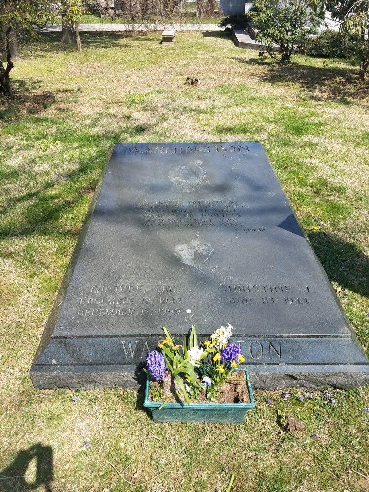 The Gravesite Of Jazz Legend Grover Washington Jr In