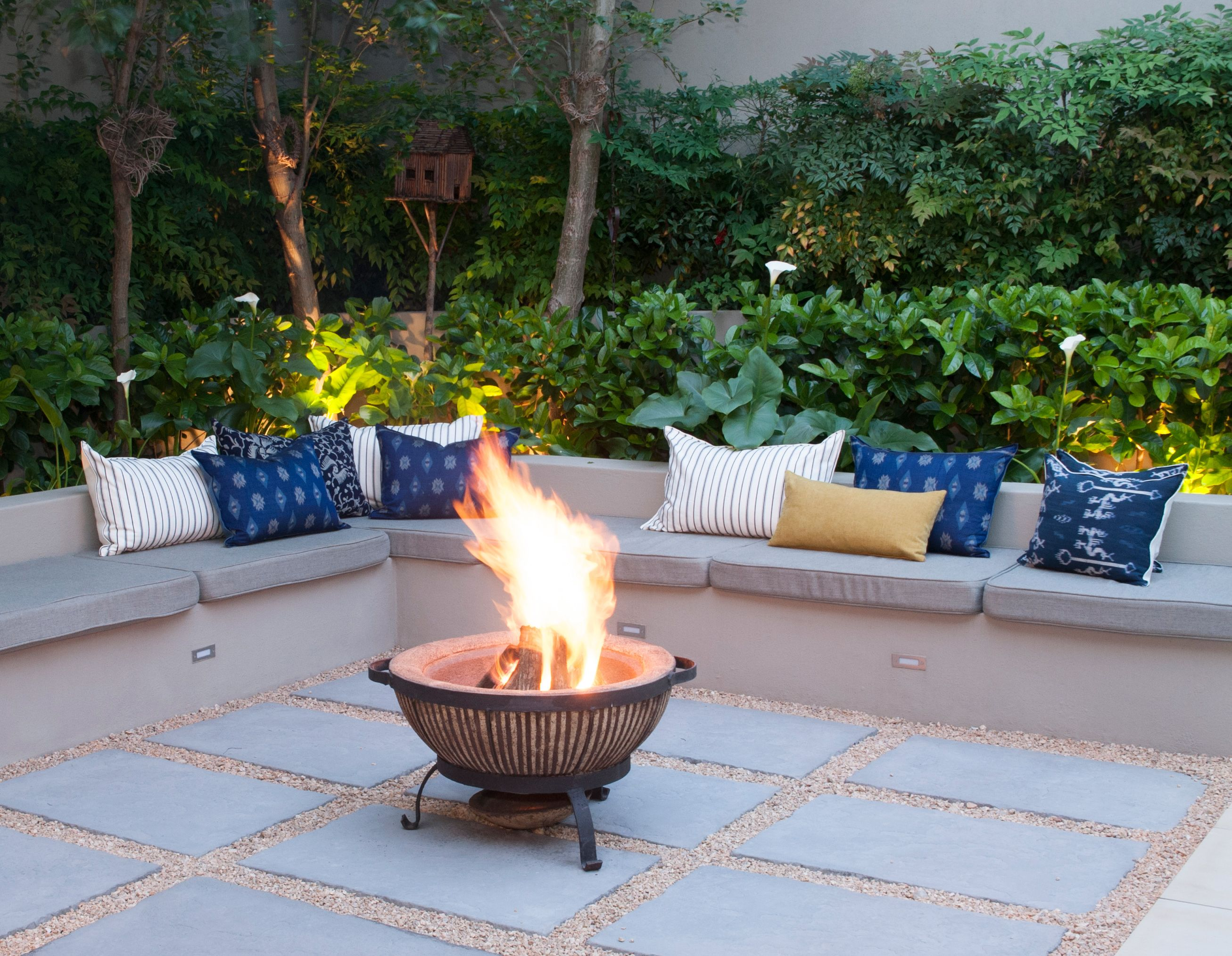 5 Inspiring firepits for outdoor entertaining | Fire pit ... on Boma Ideas For Small Gardens id=97360