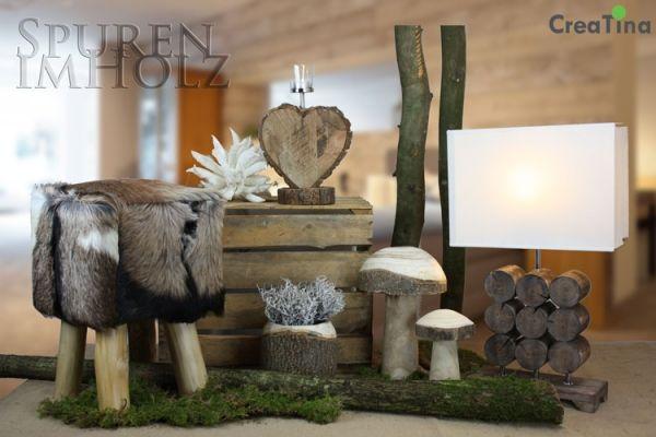 Herz aus massivem Holz mit einem Teelichthalter 34 cm hoch