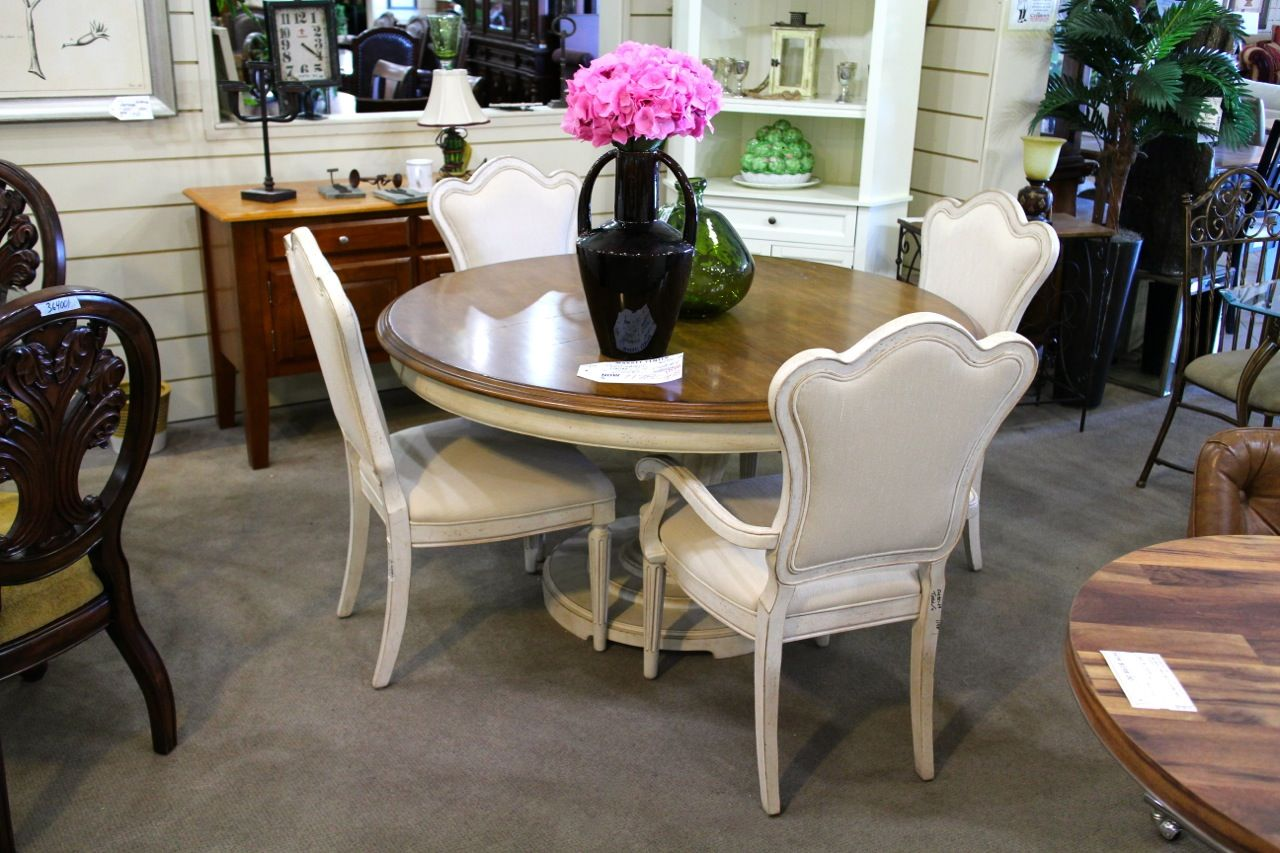 Fairmont Designs Round Dining Table W 4 Chairs