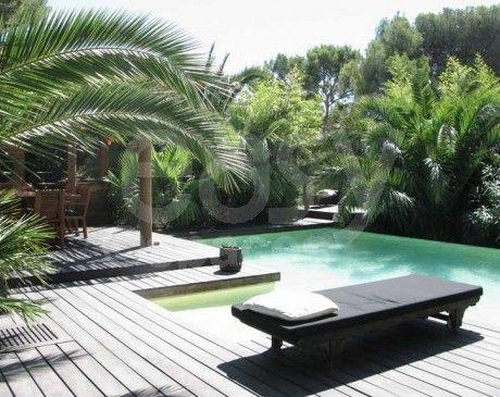 location maison en bois avec piscine jardin exotique pour photos