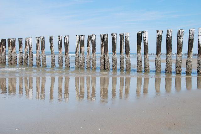Golfbrekers op het strand van Westenschouwen. (door: Jeroen van Kan) | Flickr - Photo Sharing!