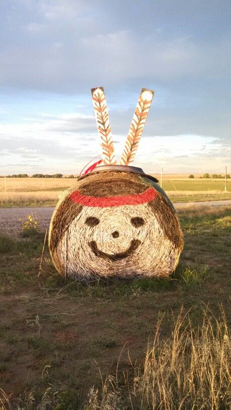 Redneck round bale fall decoration super way to do for Bales of hay for decoration