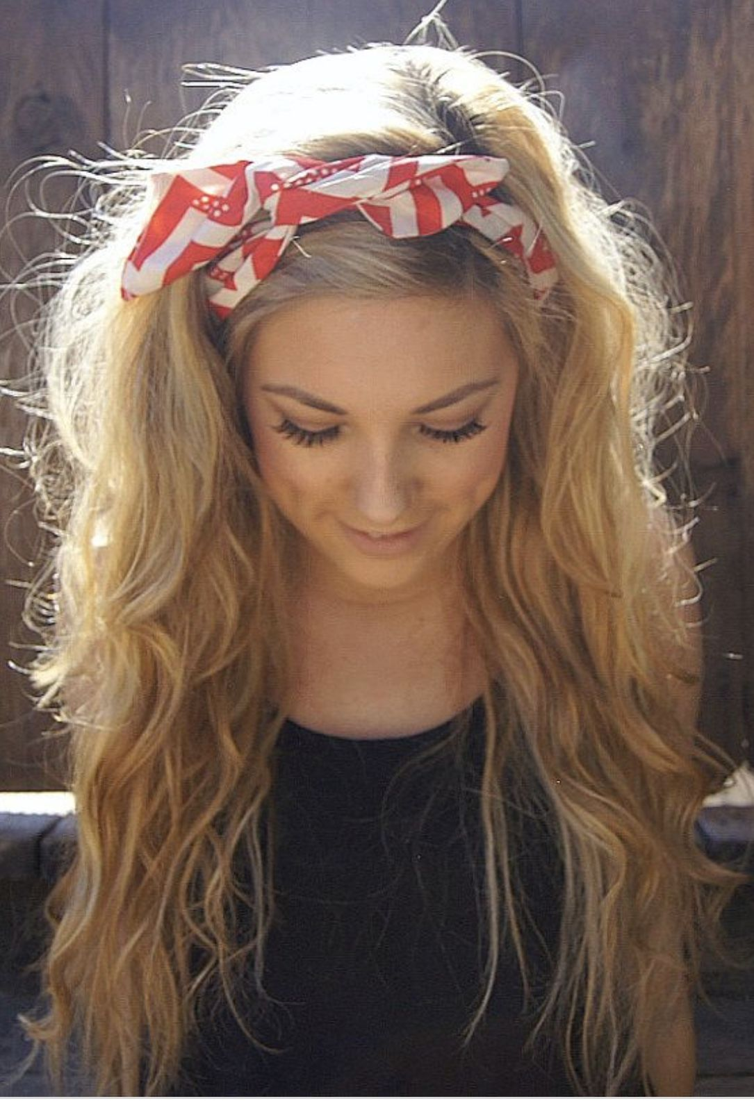 Long Wavy Hair With Headband Headband Hairstyles Long Hair Styles Hair Lengths