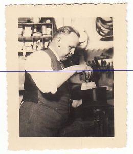 5606/ altes Foto ★ Hutmacher bei der Artbeit, Rostock ca 1930er