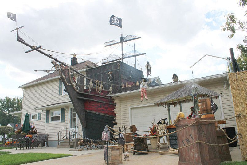 Pirate Ship Halloween Decor Halloween Pinterest Outdoor - how to decorate home for halloween