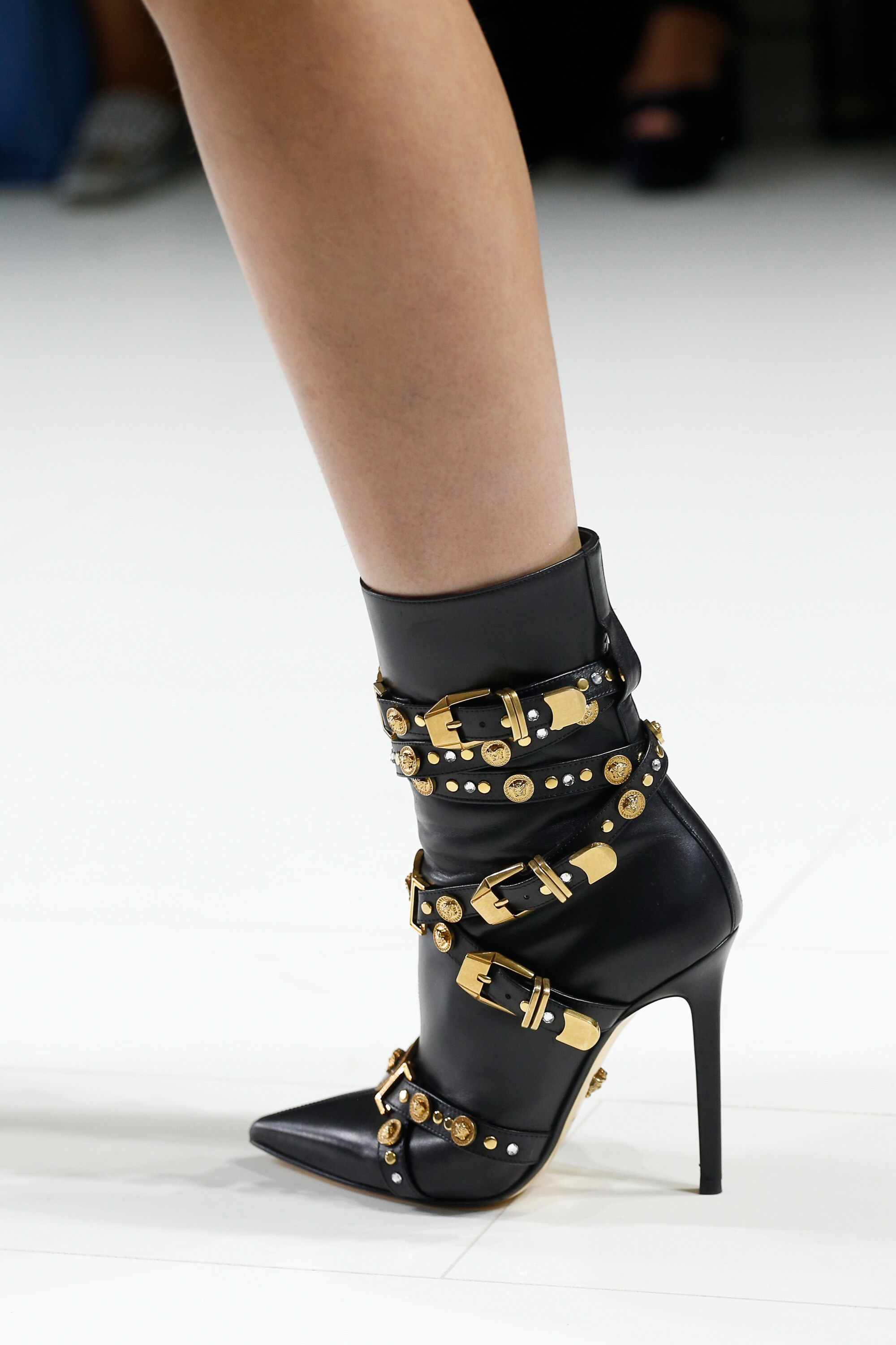 0d429028423d Versace Top 10 Shoes Milan Fashion Week Mfw