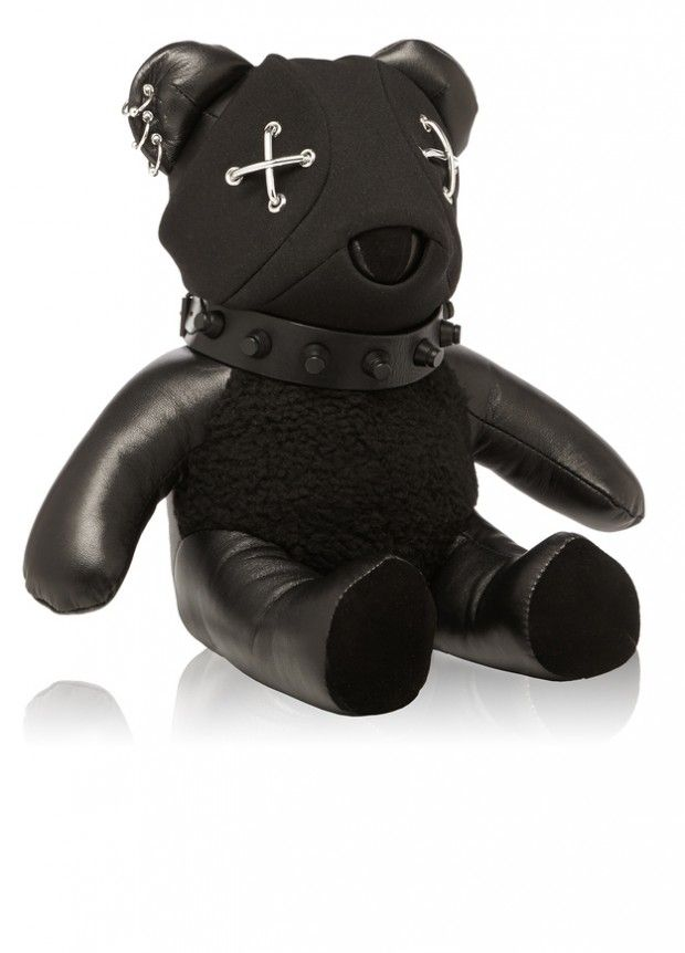http://www.sooziq.com/348/8-leather-bears-that-are-more-fashionable-than-you/
