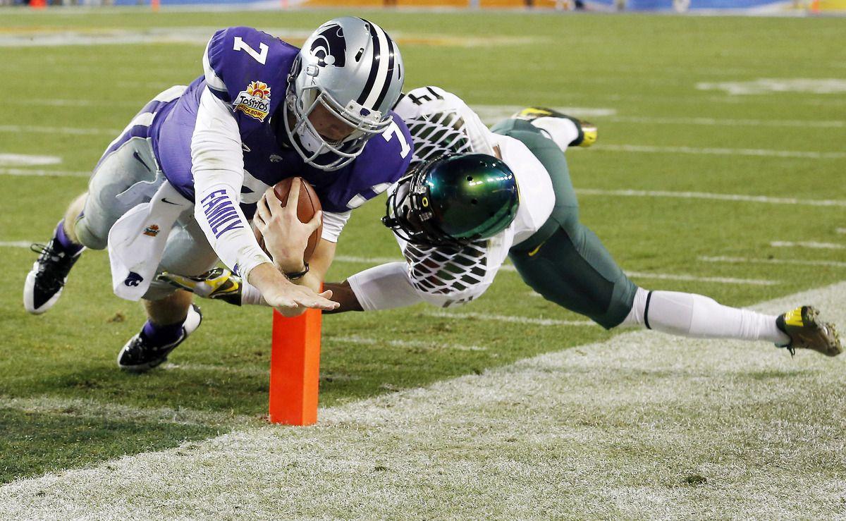 Kansas State quarterback Collin Klein (7) dives for a