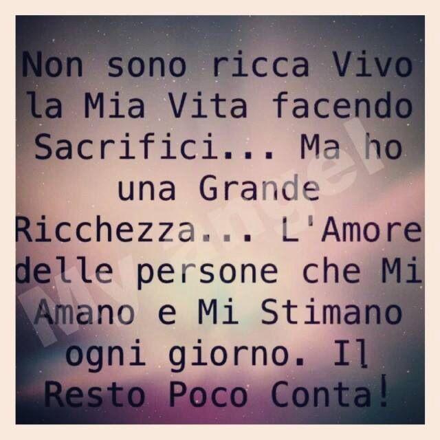 No soy rica, vivo mi vida haciendo sacrificios... Pero tengo una grande riqueza... El amor de las personas que me aman y me estiman cada día, el resto poco importa...