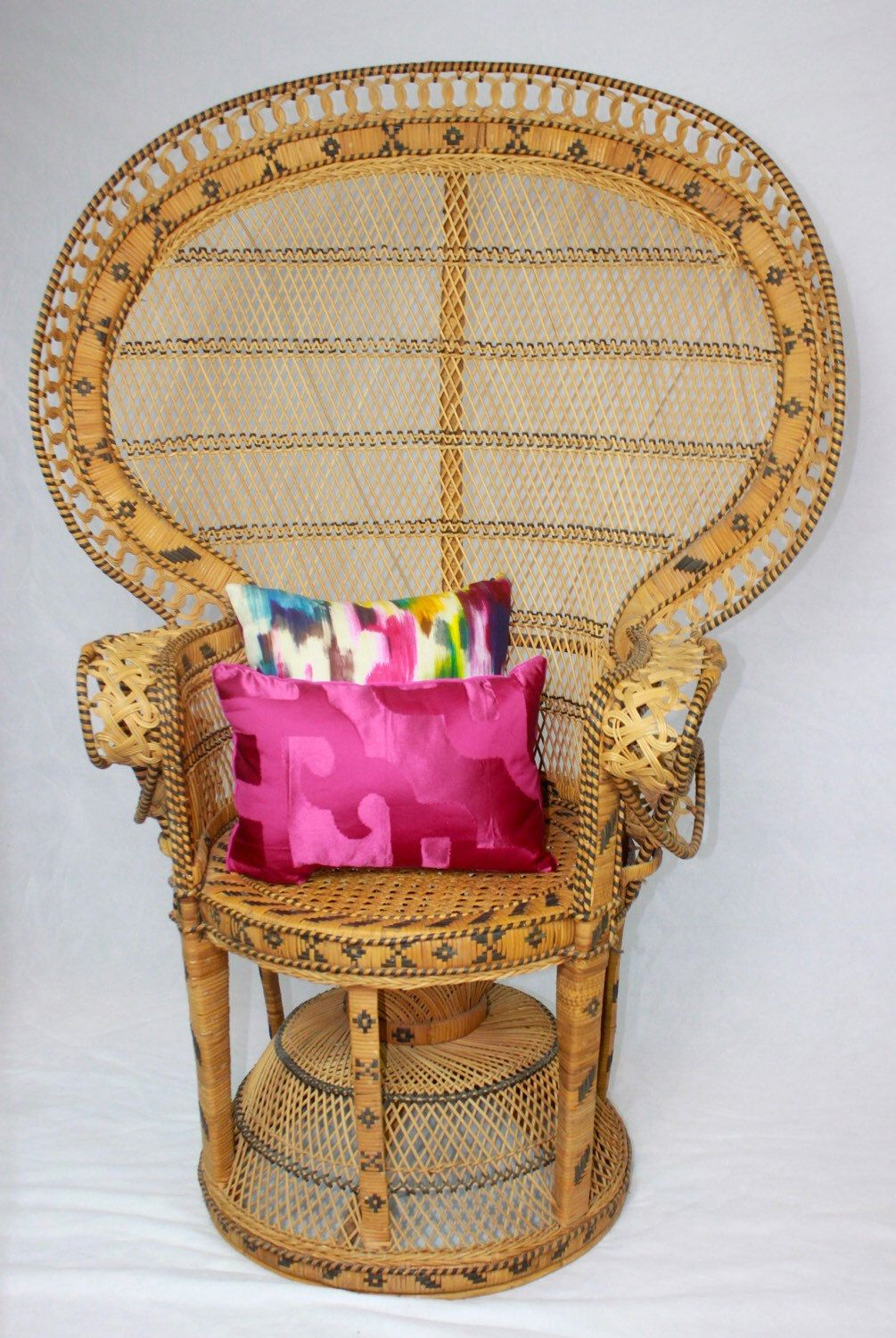 Large vintage rattan peacock chair jungalow style boho