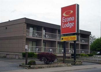 Econo Lodge By The Falls 2.0 Star HotelNear Skylon Tower Niagara Falls, CA$73.49 CAD