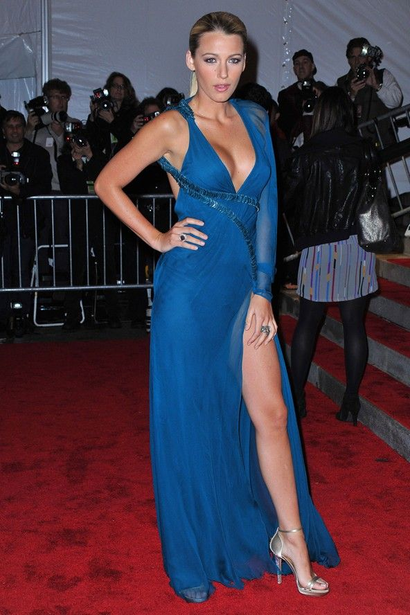 Blake Lively in blue Versace dress at the Met Ball | Stylish women ...