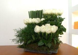 centro-de-mesa-con-rosas-blancas-01