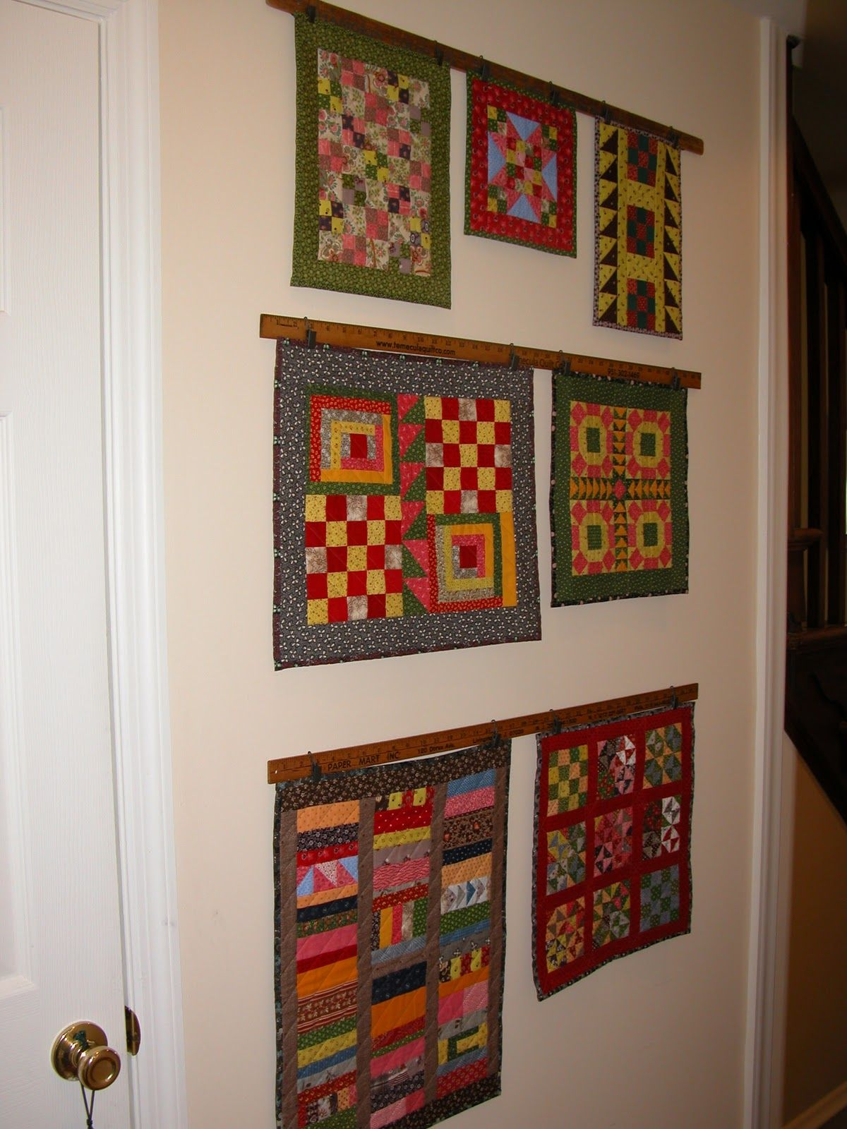 Fun Way To Hang Mini Quilts Small Quilts Quilt Hangers Hanging