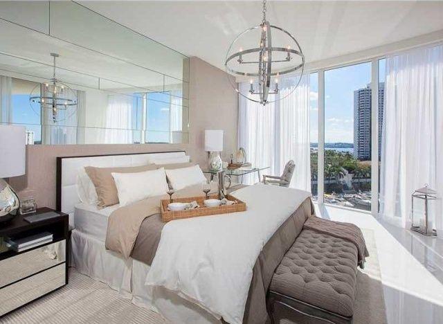 Moderne Wandfarben Im Schlafzimmer Beige Und Grau Raumhohe Spiegelwand