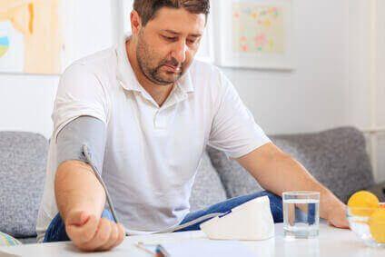 Bluthochdruck (Hypertonie) ist in Deutschland eine..