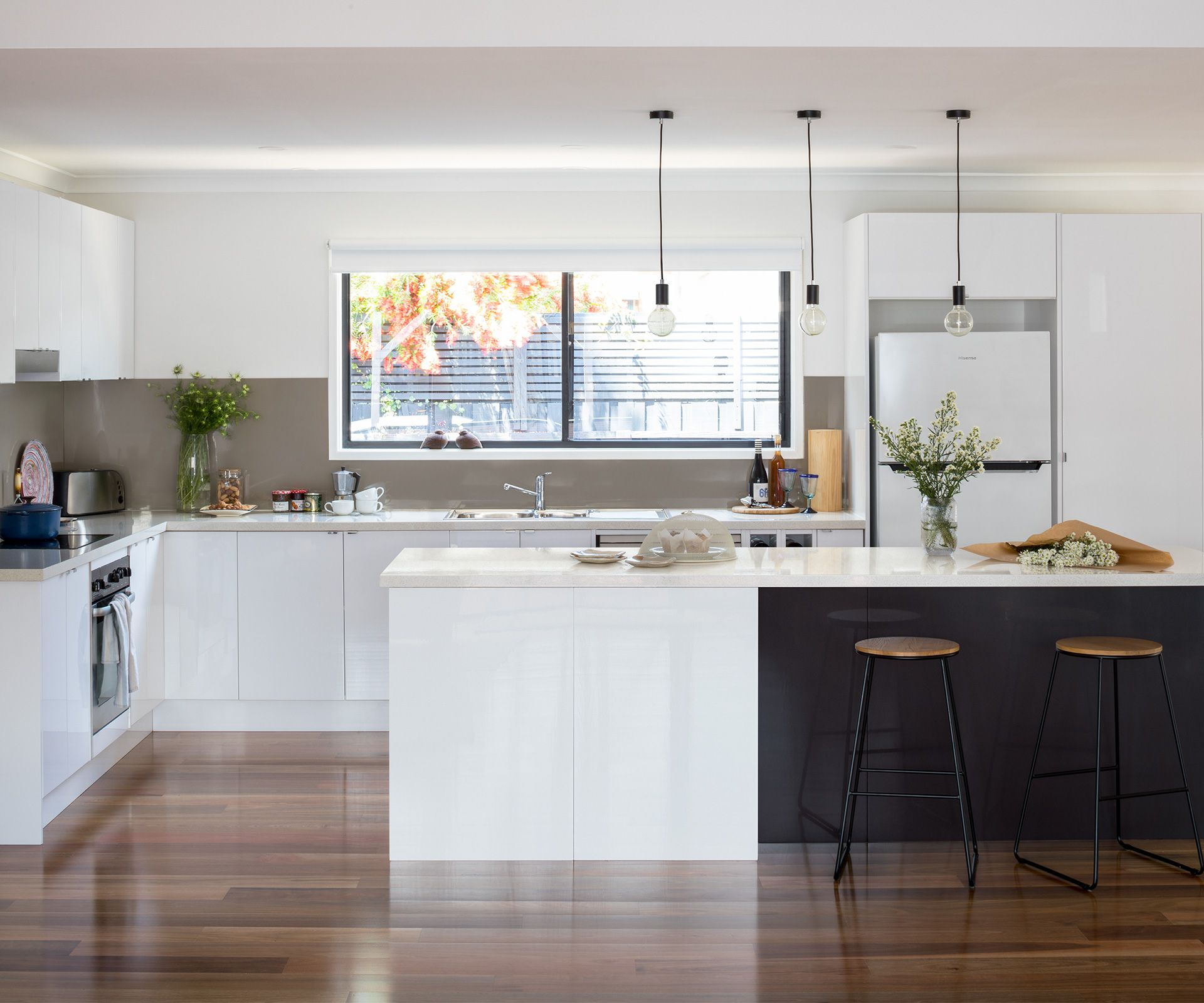 This beachhouse kitchen got the most stylish makeover for