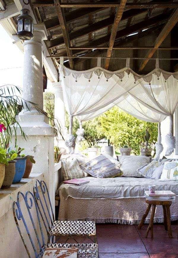 Se ami il fai da te, puoi pensare di andare ad un mercatino dell'usato,. Come Arredare Un Terrazzo In Stile Shabby I Mobili Shabby Chic Per Il Terrazzo Sleeping Porch Outdoor Rooms Eclectic Home