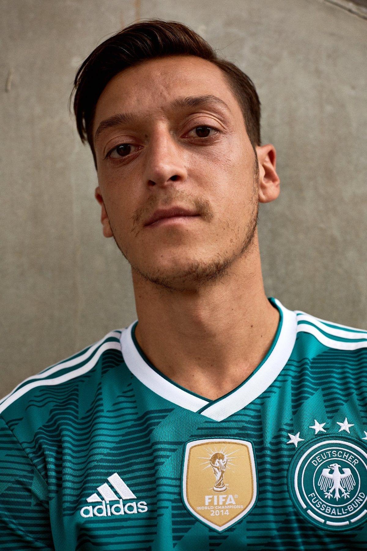 Pin By Jon Roach On Die Mannschaft Football Fashion Mesut Ozil Football