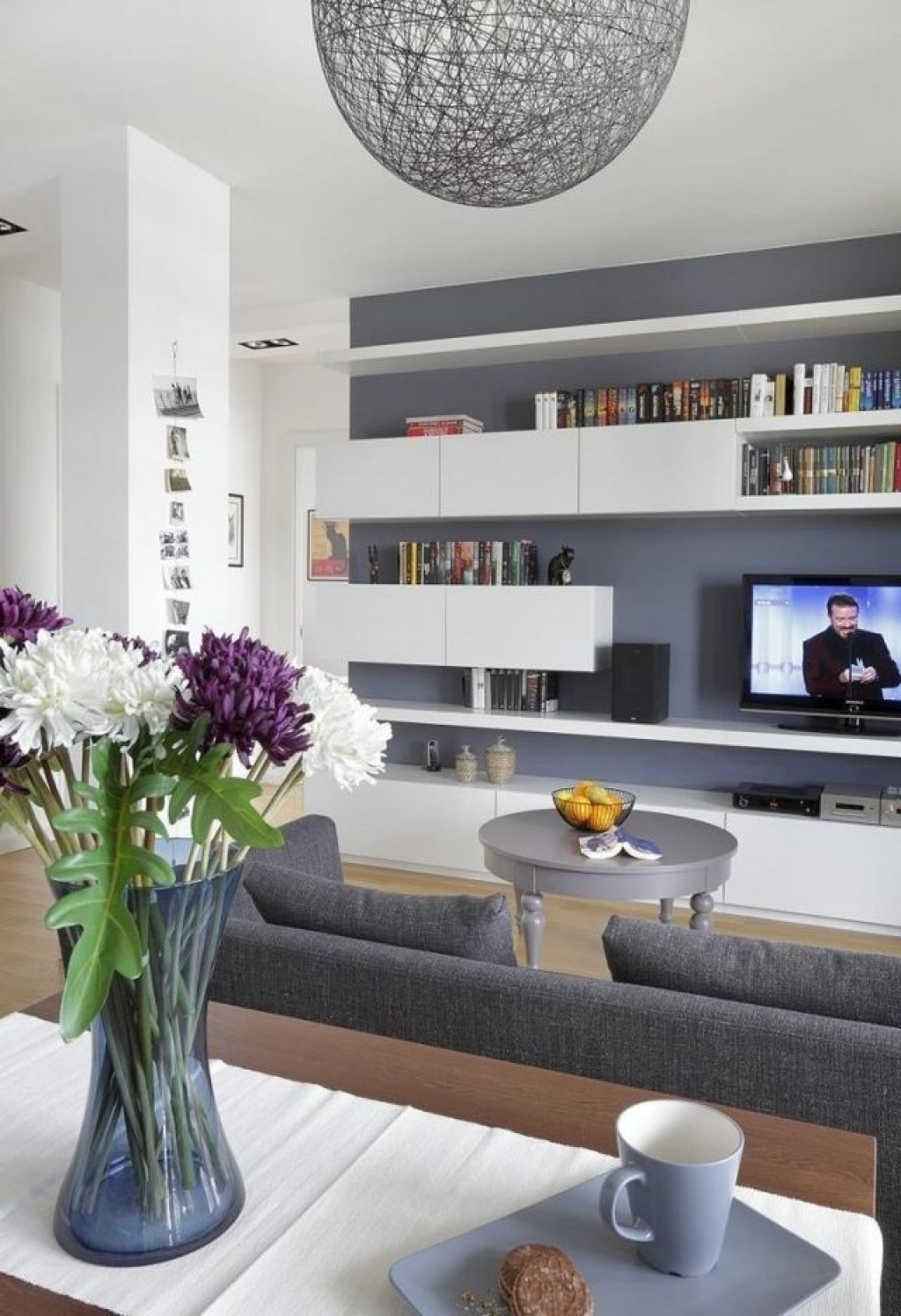 Moderner Wohnzimmer Anstrich Ideen Wohnzimmer Streichen Graue Wandfarbe  Weisse Regale Modern Moderner Wohnzimmer Anstrich