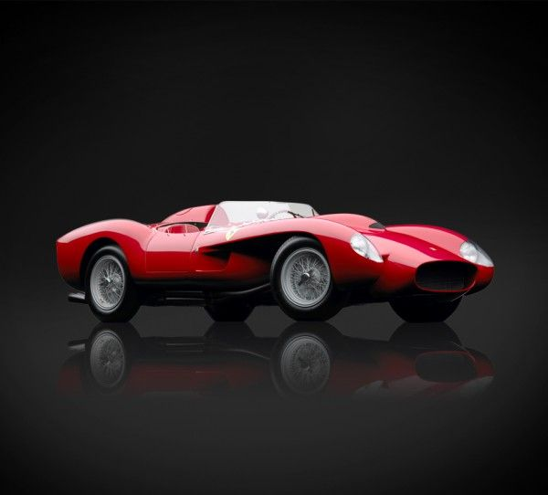 Ferrari 250 Testa Rossa 1958 (red head) owes its name to the red camshaft covers of its V123 liter engine. Made by Carrozzeria Scaglietti, adapted from a design by Pinin Farina introducing a torpedo shaped body, the car had a headrest that stuck out above the bodywork and integrated headlights behind protruding Plexiglas protection.