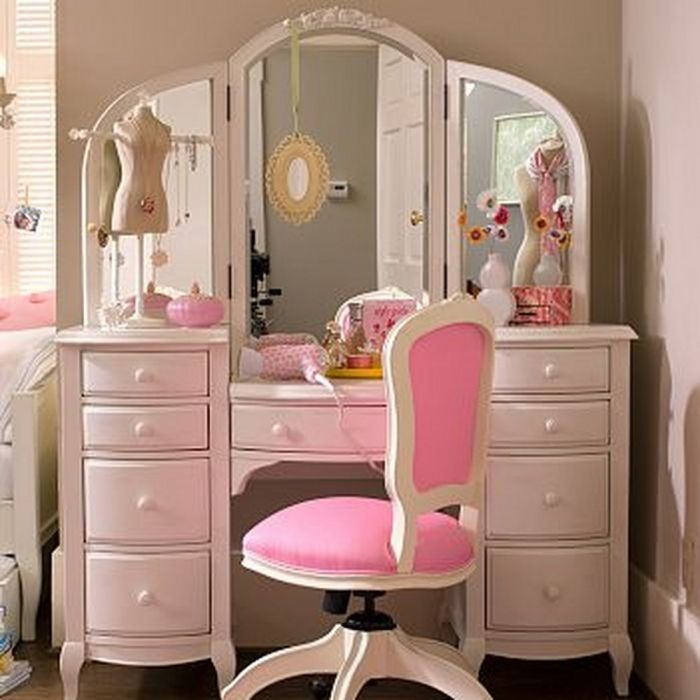 Lovely Girl S Dressing Table Try That With The Desk Chair