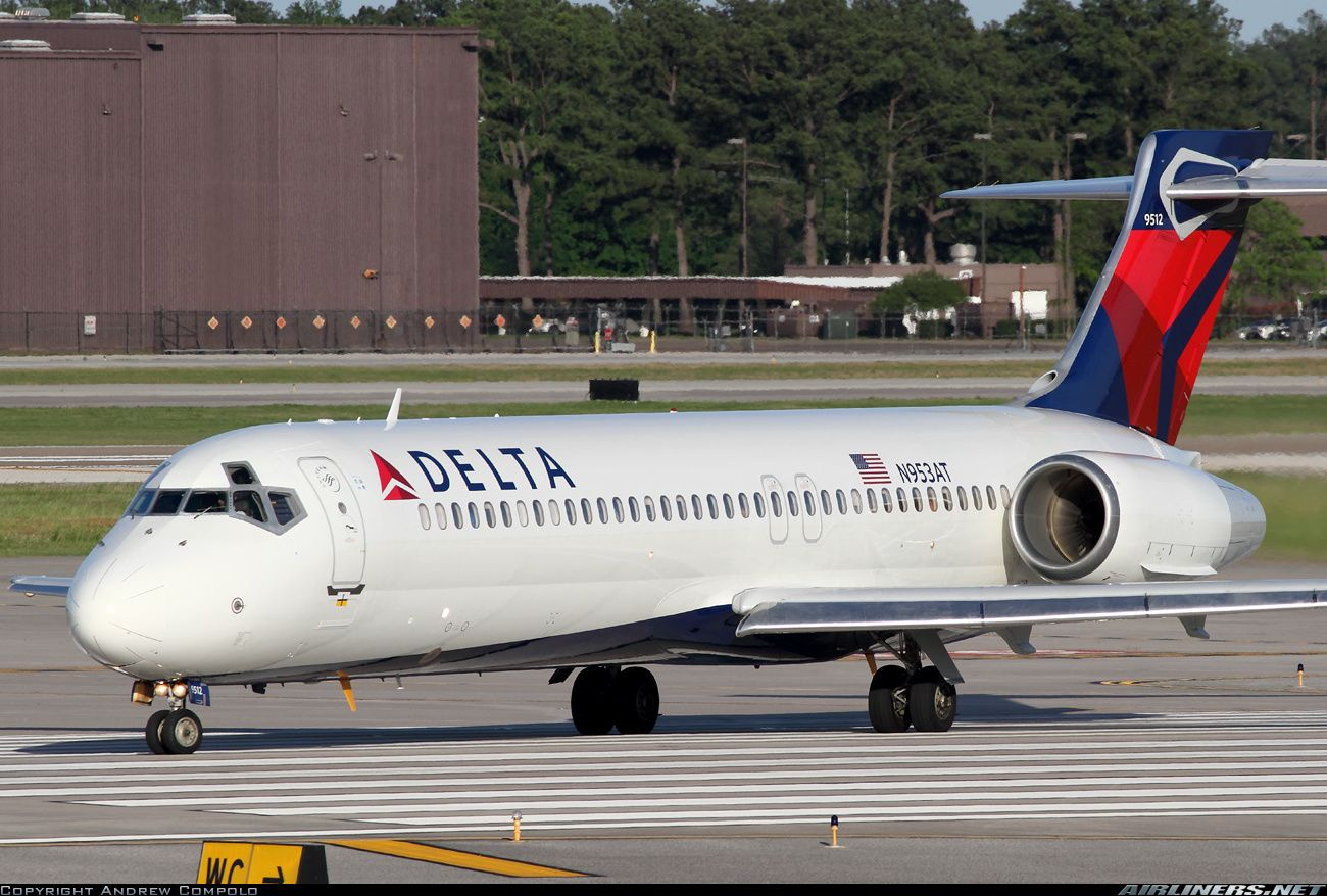 Former Air Tran now in Delta colors. Delta Air Lines Boeing 717-2BD  Houston…