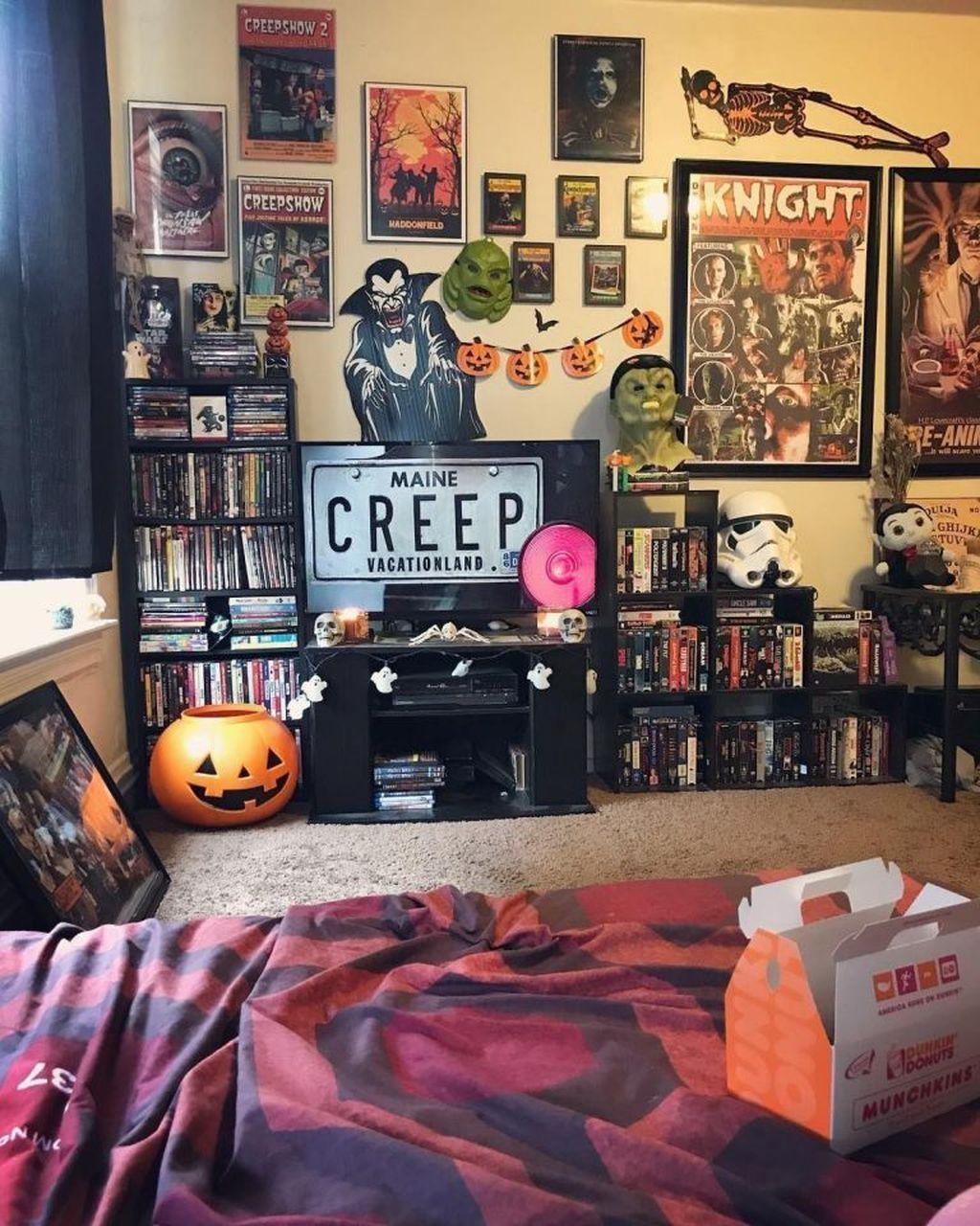 Pin By Denitsa Dobreva On H O U S E H O M E Halloween Bedroom Horror Decor Mens Bedroom