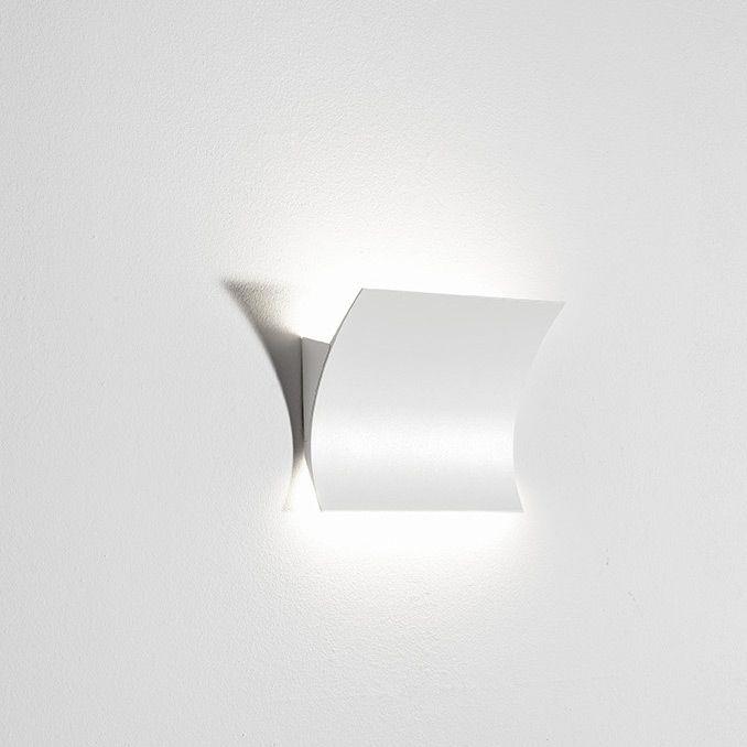 ioni wandleuchte f r indirekte beleuchtung up down mit led technik designleuchten. Black Bedroom Furniture Sets. Home Design Ideas